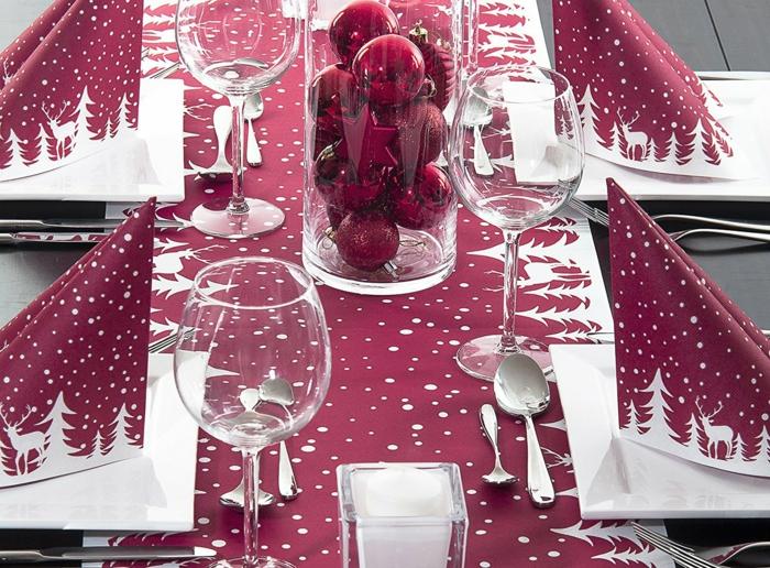 Bordeaux Farbe Weihnachtstisch