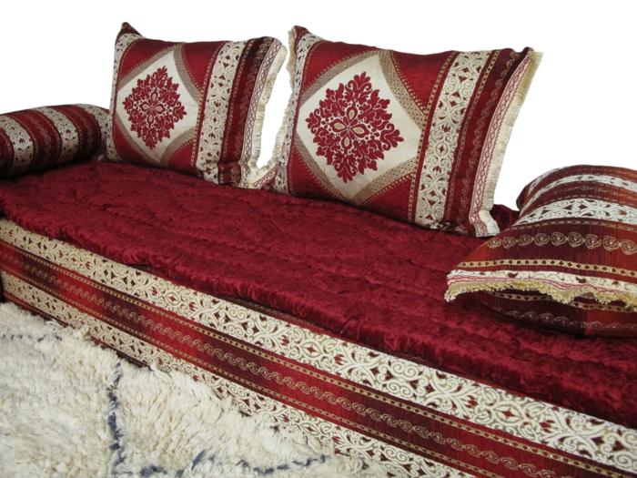 Bordeaux Farbe sofa