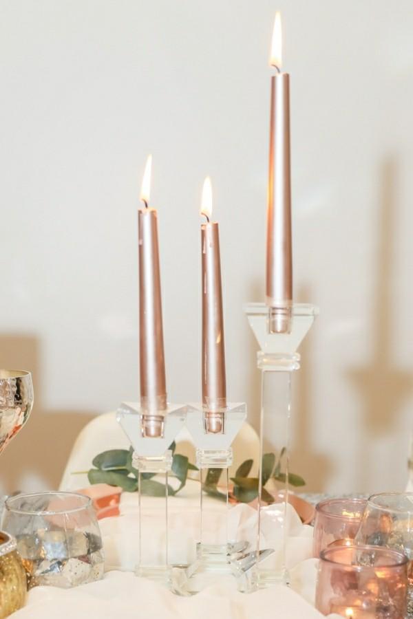 Drei dünne elegante goldene Kerzen selber machen