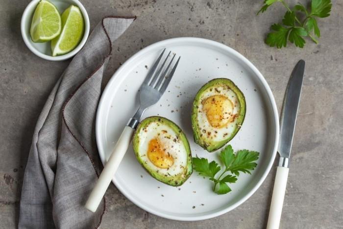 Eier in Avokado Schale