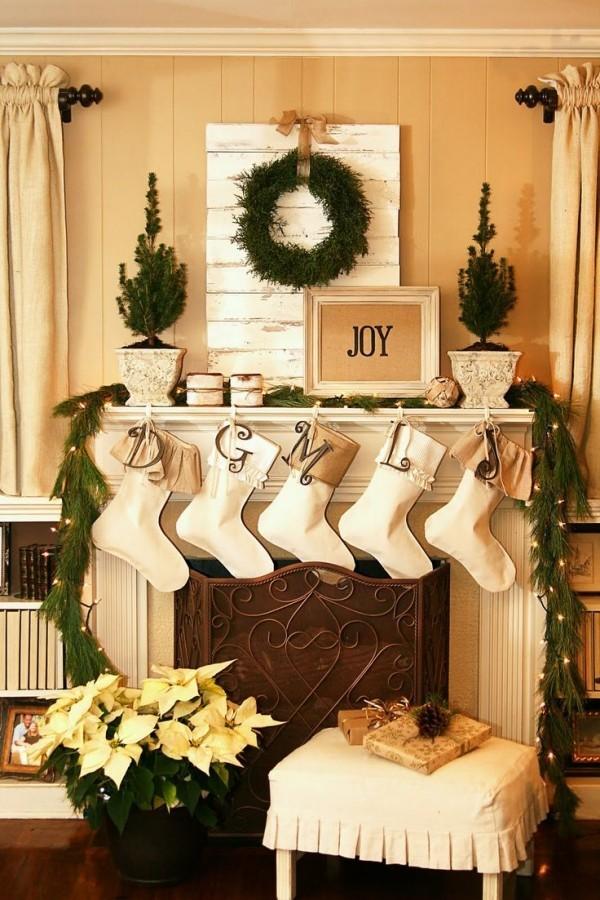 Kaminkonsole Girlanden Tannengrün Weihnachtsstern