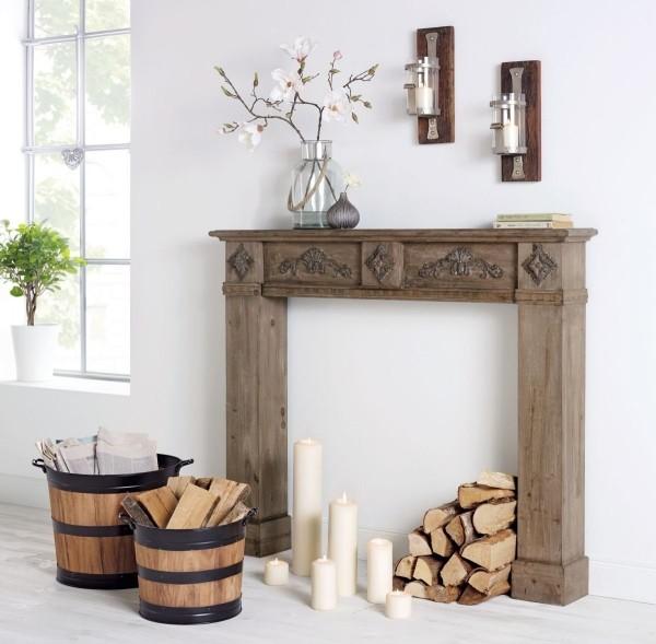 Kaminkonsole aus Holz