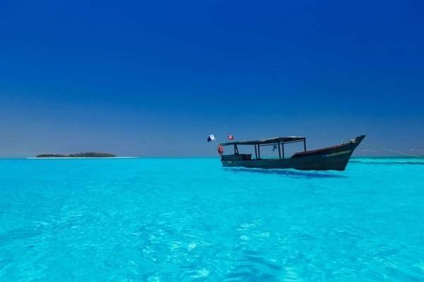 Kleine Inseln weltweit Bootsfahrt unternehmen die Umgebung erkundigen