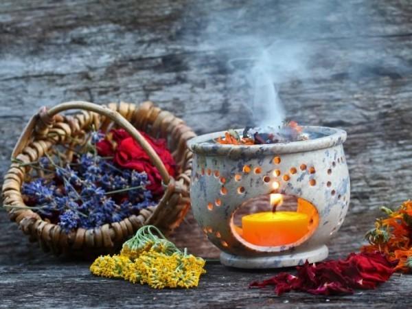 Kräuter Räucher Rituale zu Hause