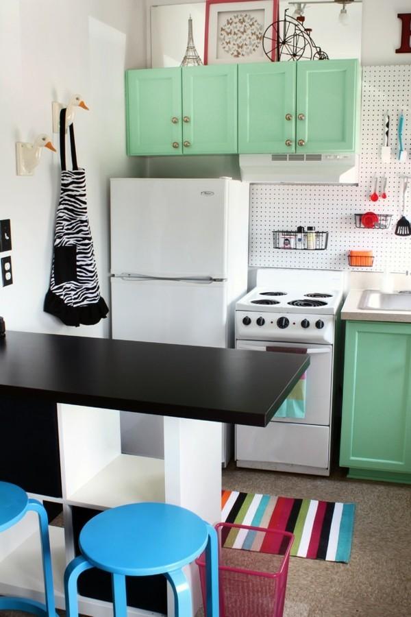 Pastellgrün Inneneinrichtung einige Möbel in der Küche