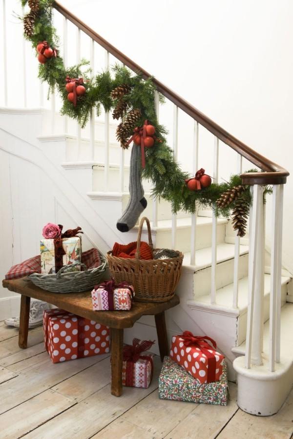 treppenhaus weihnachtlich dekorieren und die g ste willkommen hei en fresh ideen f r das. Black Bedroom Furniture Sets. Home Design Ideas