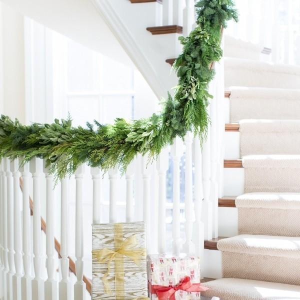 Treppenhaus grüne Girlande