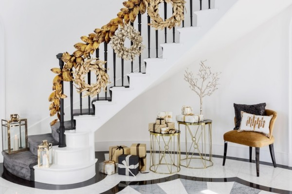 Weihnachtsdeko Treppenhaus festlich dekorieren
