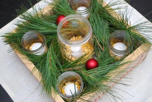 adventskranz selber machen weisse kerzen maiskörner tannengrün