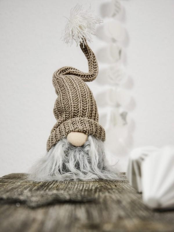alte mütze und watte fürs wichtel basteln