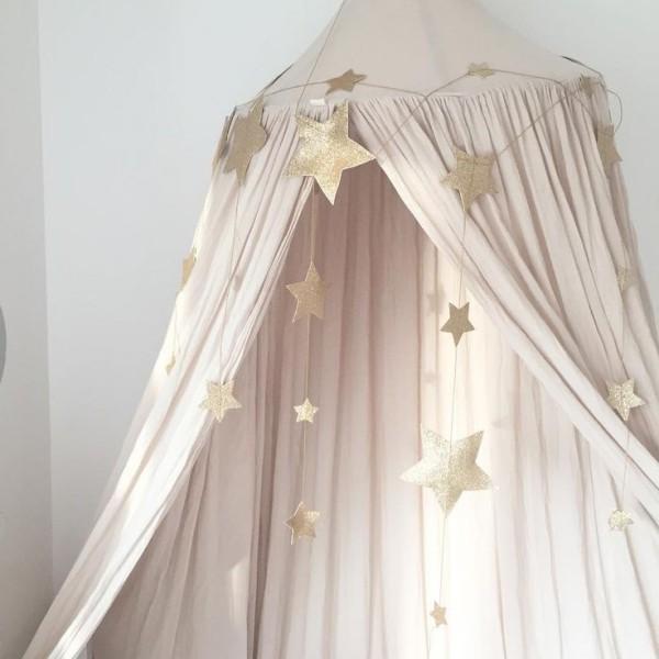 baldachin kinderzimmer hängend dekoriert sterne