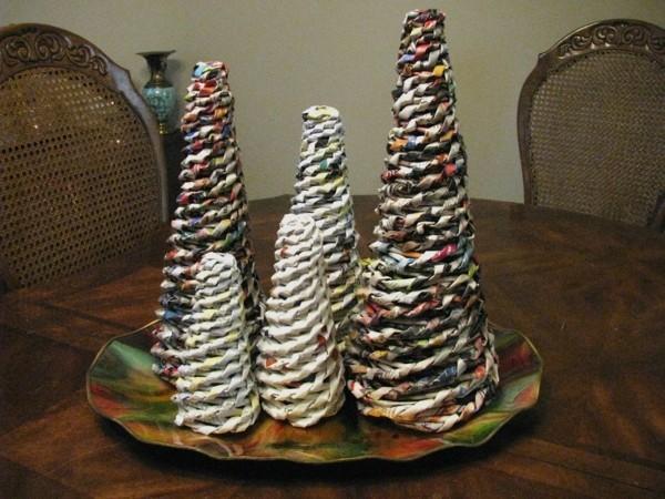 basteln mit zeitungspapier weihnachtsdeko tannenbäume