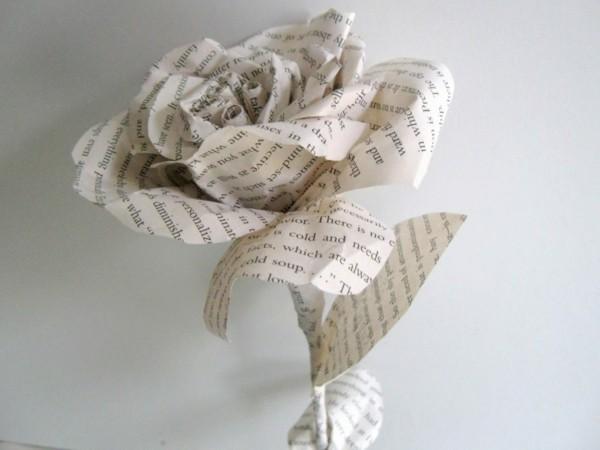 basteln mit zeitungspapier wunderschöne rose