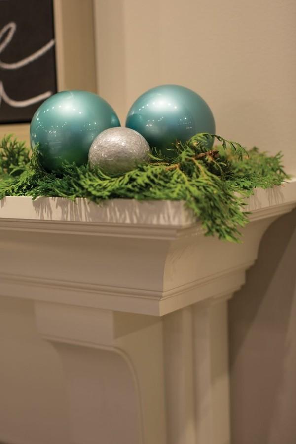 blaue Kugeln weihnachtskamin dekorieren deko ansprechend
