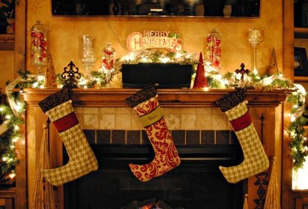 dezent weihnachtskamin weihnachtsdeko leuchtend
