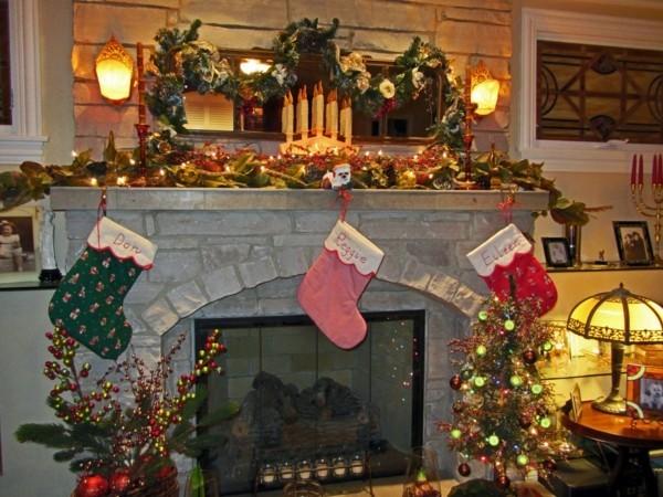 drei farben stiefel weihnachtskamin weihnachten kamin deko