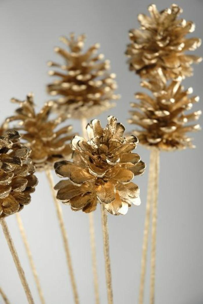 gold weihnachtsdeko selber machen basteln mit zapfen