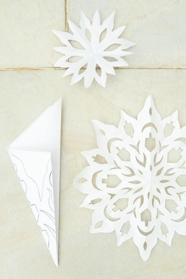 große und kleine schneeflocken muster für die tischdecke