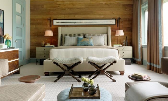 holzverkleidung elegantes schlafzimmer weißer teppich hocker stilvolle gardinen