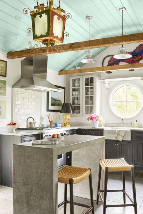 küche mit kochinsel betonoptik grüne zimmerdecke