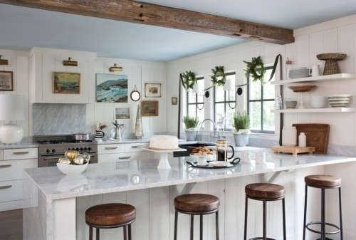 küche mit kochinsel wandbilder holzbalken schöne barhocker
