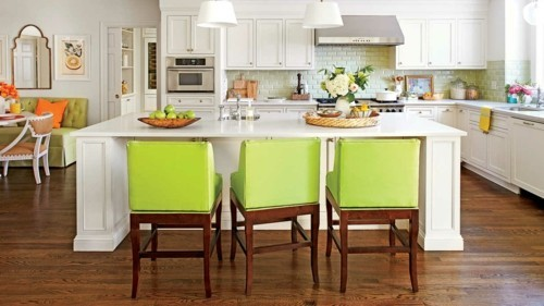 küche mit kochinsel grüne küchenstühle
