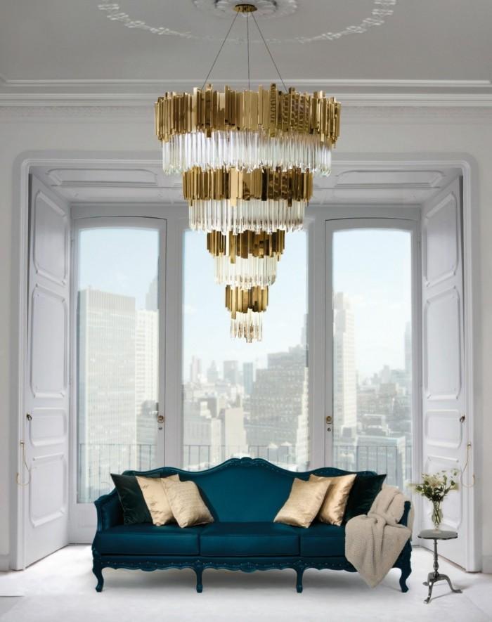 kronleuchter modern luxuriöser wohnbereich farbiges sofa