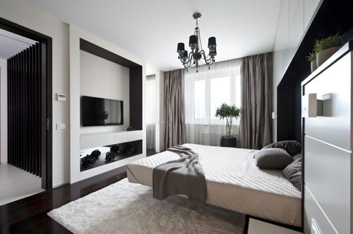 kronleuchter modern schlafzimmer weißer teppich beige gardinen