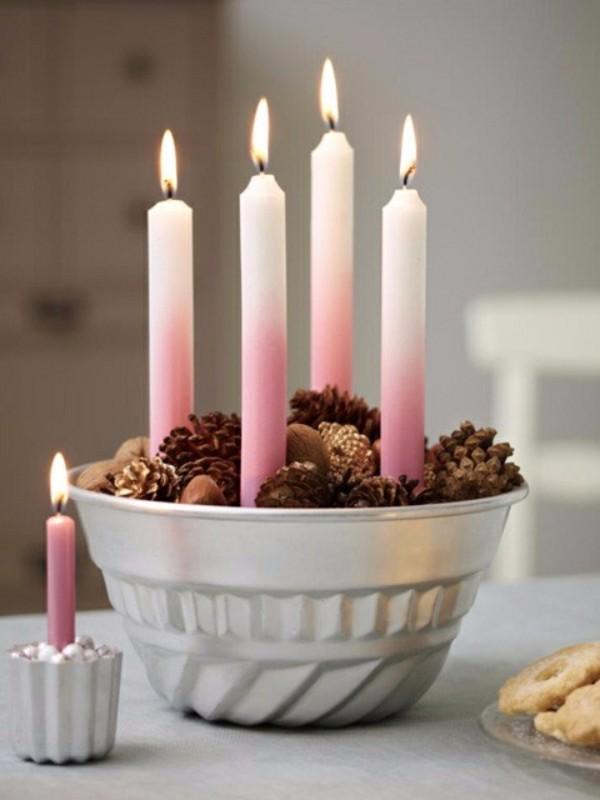 kuchenform adventskranz selber machen rosa lange kerzen zapfen