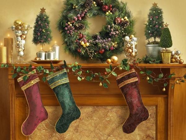 märchenhafter weihnachtskamin dekorieren deko strümpfe