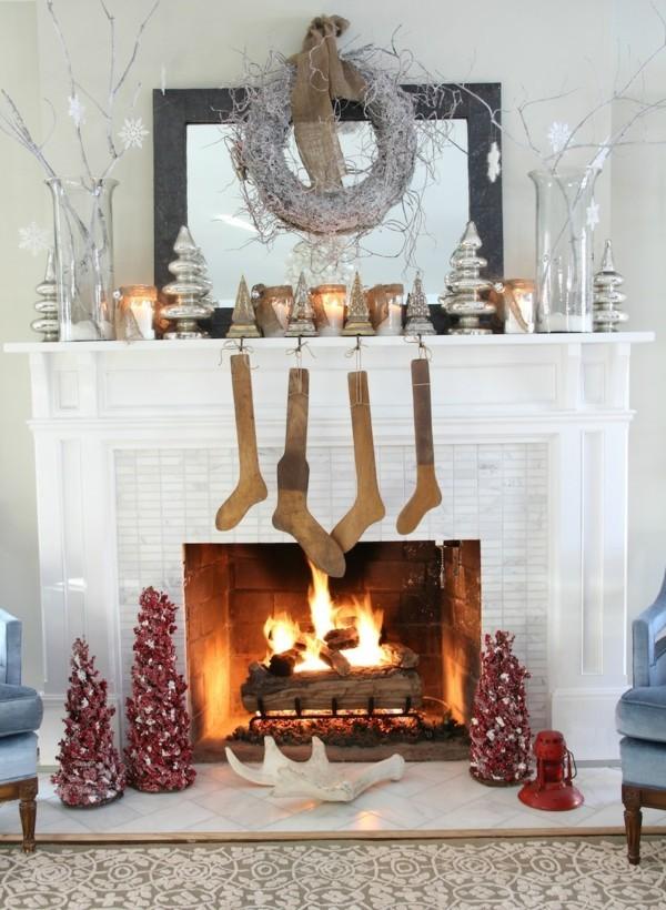 minimalisitisch weihnachtskamin dekorieren deko weiß und braun