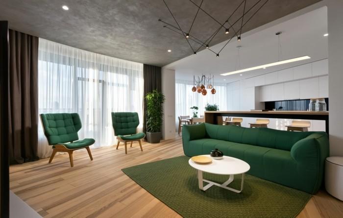 minimalistisch wohnen grünes sofa grüner teppich offener wohnplan