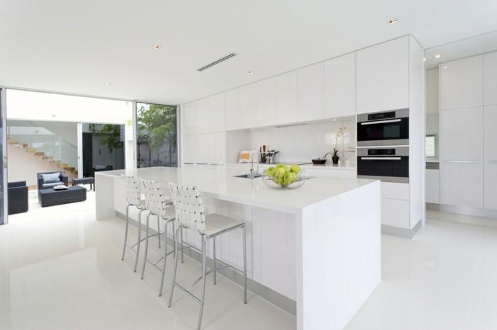 minimalistisch wohnen minimalistische küche weiße küchenschränke