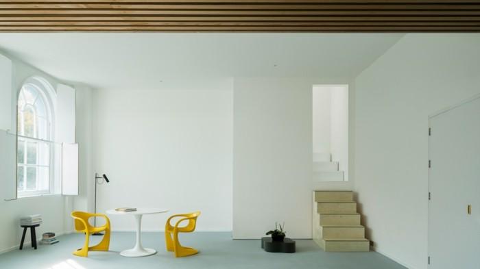 minimalistisch wohnen schöne wohnideen gelbe stühle