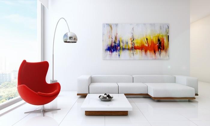 minimalistisch wohnen weiße wände roter sessel weißes ecksofa
