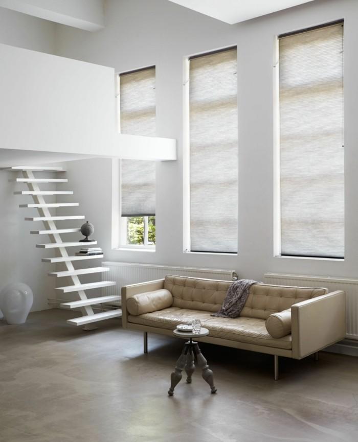 plissees stilvolle wohnzimmereinrichtung beiger boden innentreppen