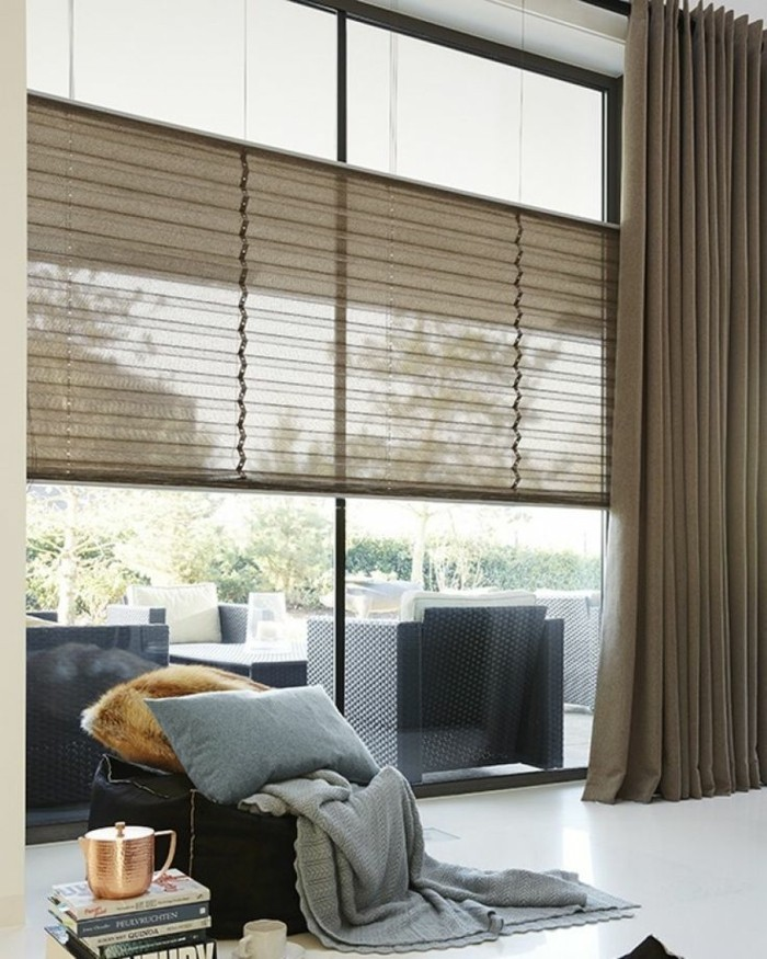 Bon Plissees Wohnzimmer Braune Gardinen Weißer Boden