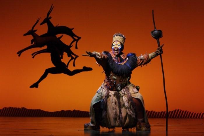 rafiki shamanin der könig der löwen musical
