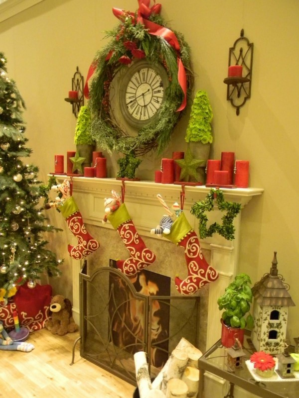 rote Kerzen weihnachtskamin weihnachten kamin deko