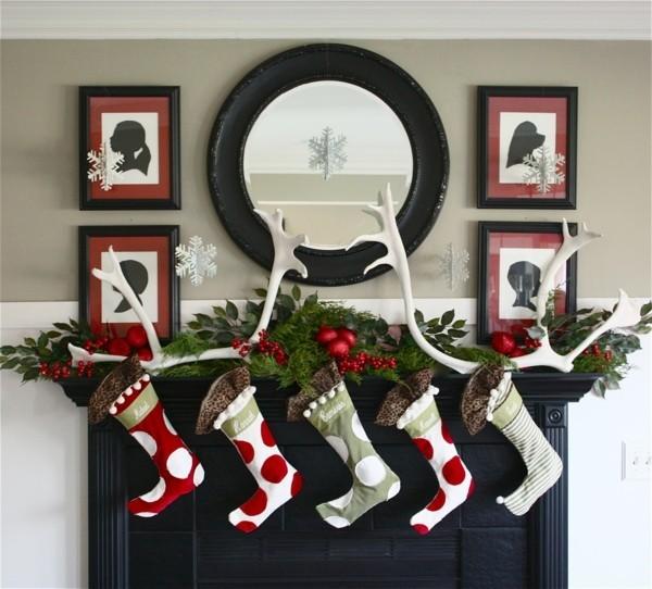strümpfe weihnachtskamin dekorieren deko bänder