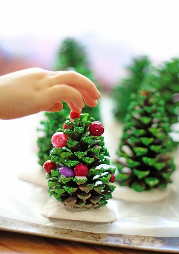 tannenbaum basteln mit zapfen weihnachtsbasteln ideen