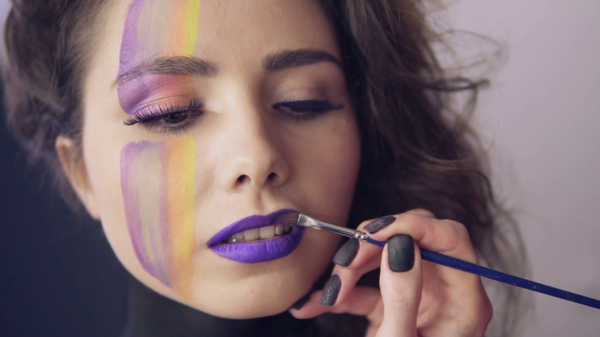 ultra violet lipen make up pantone farbe