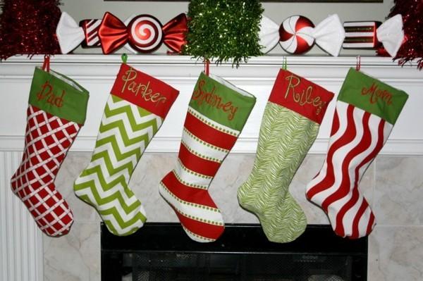 verschiedene mjuster weihnachtskamin dekorieren deko strümpfe