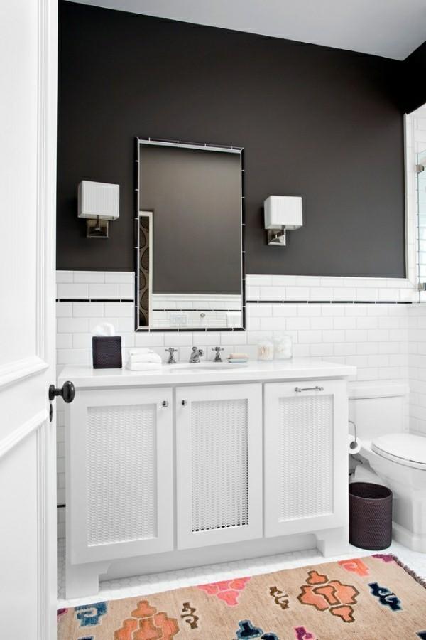 weiße badezimmer schwarze obere wand