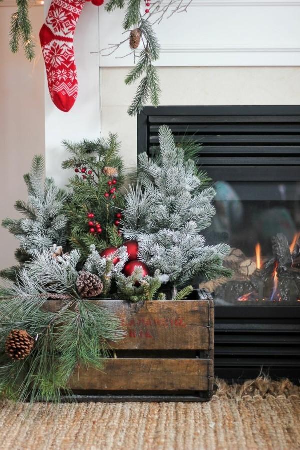 weißer weihnachtskamin dekorieren deko grüne zweige