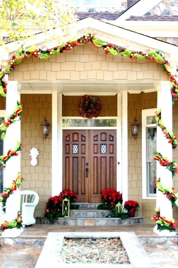 weihnachtsdeko hauseingang festliche dekoideen grün rot