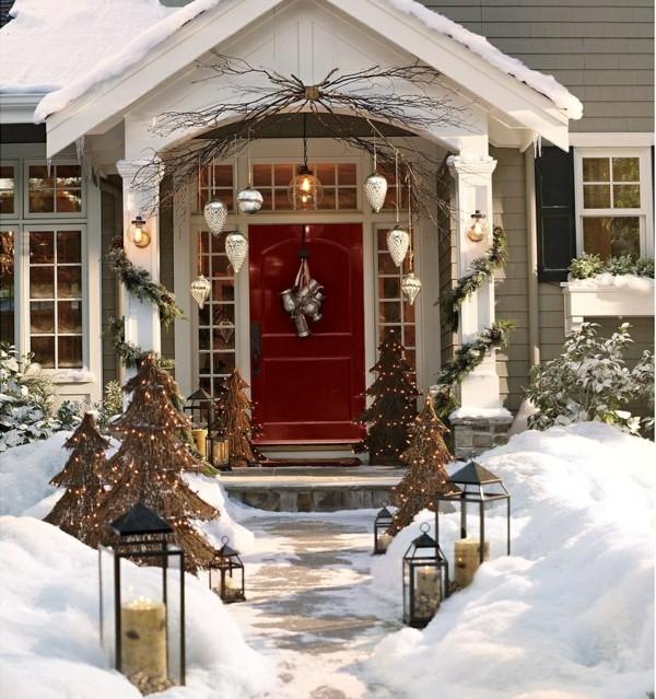 weihnachtsdeko hauseingang hängedeko lichterketten schnee