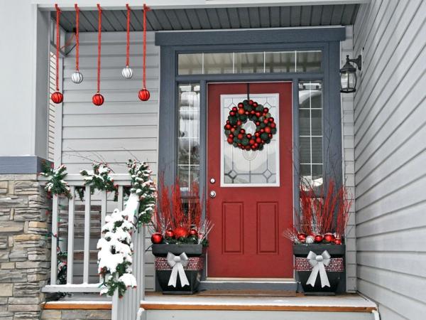 weihnachtsdeko hauseingang hängedeko weihnachtskugeln