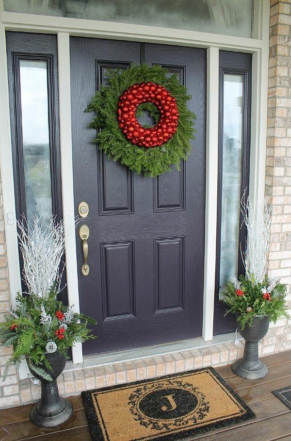 weihnachtsdeko hauseingang schöner weihnachtskranz rot grün