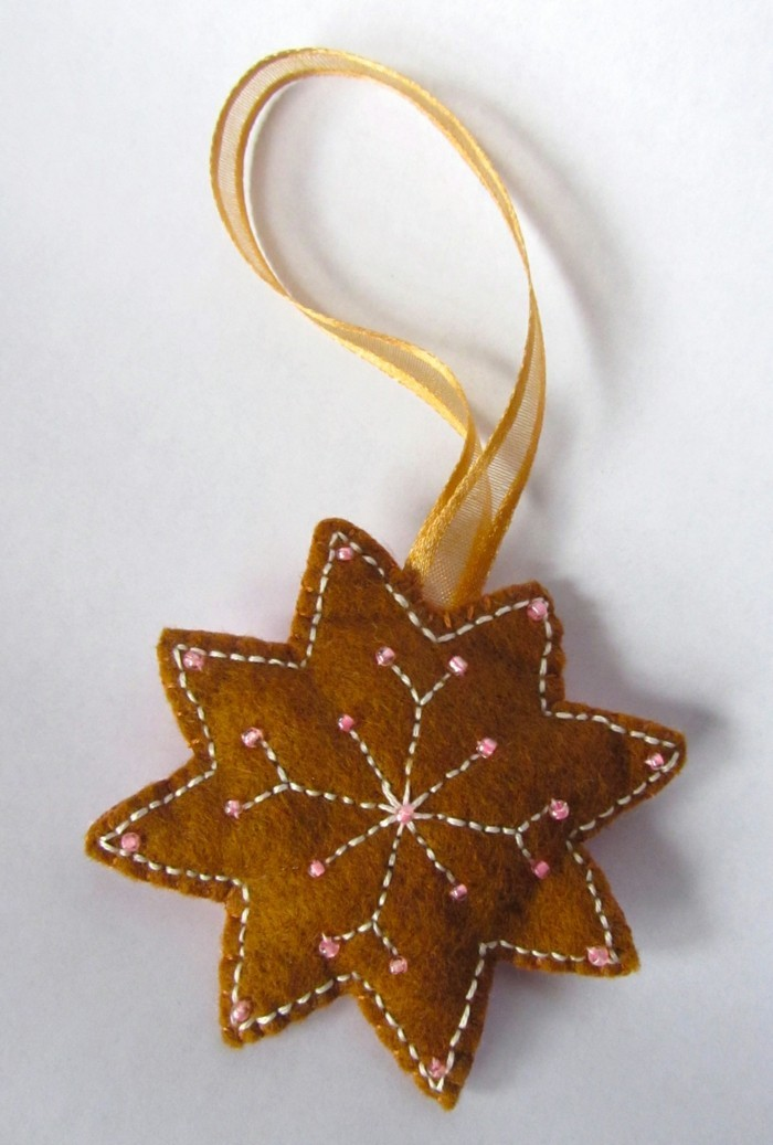 weihnachtsdeko nähen braune hängedeko schneeflöckchen
